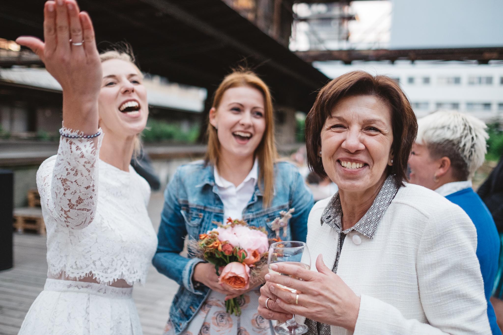 Svatba na nákladovém nádraží Žižkov Fotograf Vojtěch Láznička